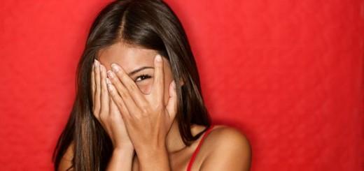 5 semne ca flirteaza cu tine